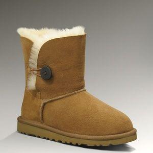 UGG Bailey Button Rasprose Boots Size 5